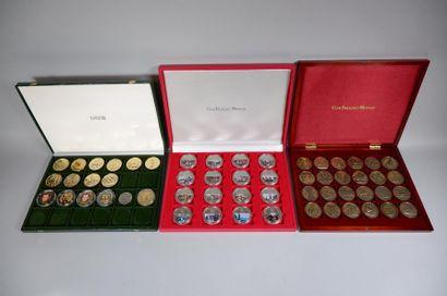 3 coffrets médailles en métal concernant...