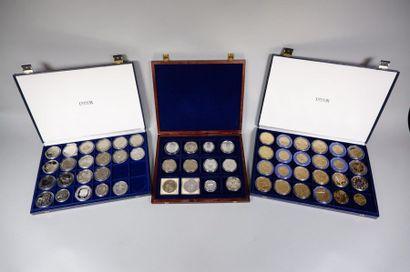 6 coffrets et un classeur de médailles principalement...