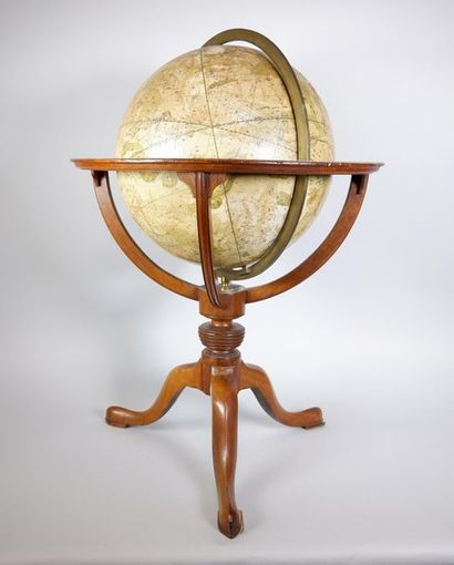 Globe céleste. XIXe siècle. H : 62 cm - L...