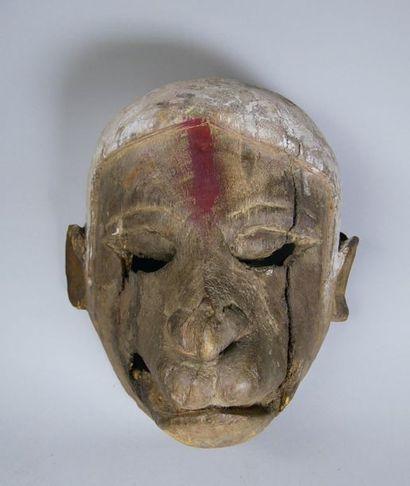 Masque en bois polychromé figurant la tête...