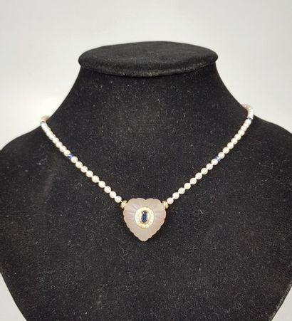 Collier de quatre-vingt-dix perles de culture...
