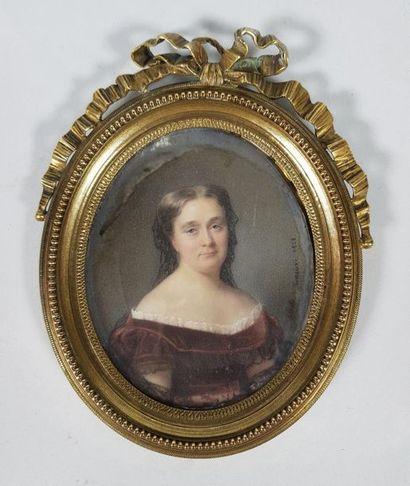 Cécile VILLENEUVE (1824-1901) Portrait de femme à la robe de velours pourpre, 1888....