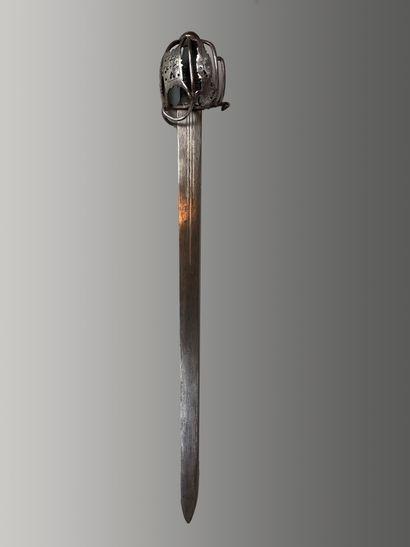 Forte épée à coquille enveloppante en fer...