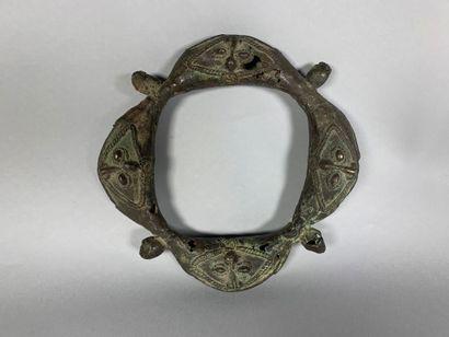 Collier de jeune fille en métal sculpté de...