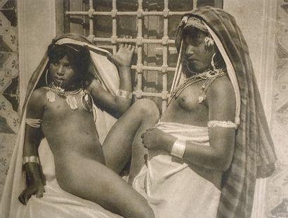 LEHNERT LANDROCK  - Deux jeunes tunisiennes nues. Epreuve argentique. Numérotée...