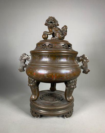 Brûle-parfum tripode en bronze, le couvercle...