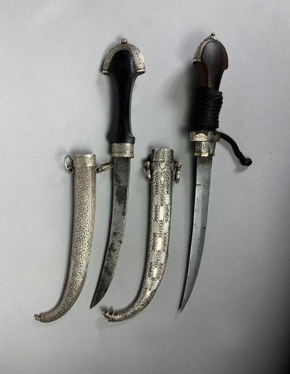 Deux poignards dits koumya en argent et métal...