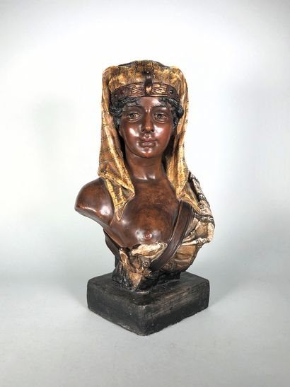 Ecole orientaliste  Buste d'Egyptienne.  Plâtre...