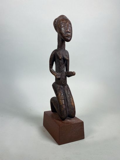 Très ancienne et belle sculpture féminine...