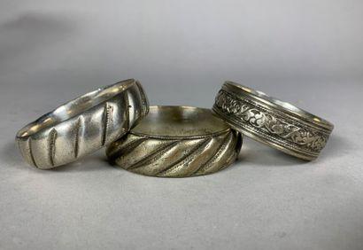 Trois bracelets en argent bas-titre.  Moyen-Orient,...
