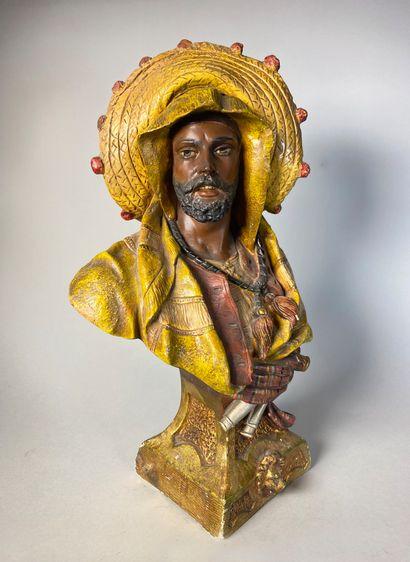Buste de Marocain en plâtre polychromé. Porte...