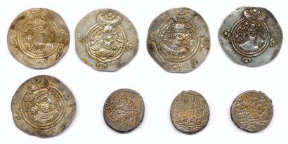 Lot de huit monnaies islamiques dont 5 dirhams...