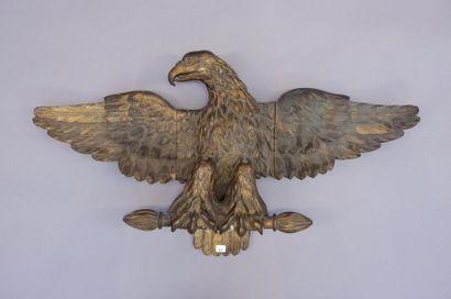 Aigle de décoration aux ailes déployées en...
