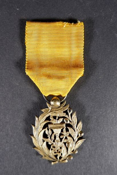 Cambodge Ordre royal du Muniséraphon. Insigne...