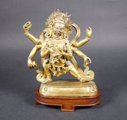 Bronze doré figurant Mahakala à six bras...