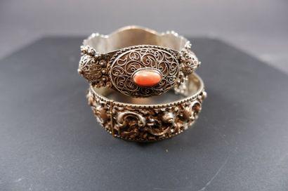 Deux bracelets orientaux de la première moitié...