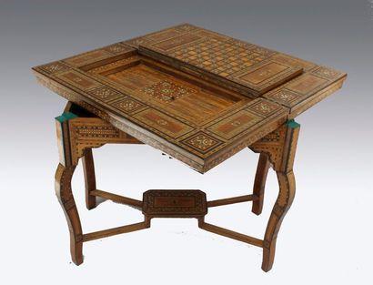 Table à jeux portefeuille en bois de placage....