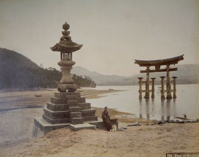 Ecole japonaise, époque Meiji (1868-1912) Album de photographies (tirages albuminés...
