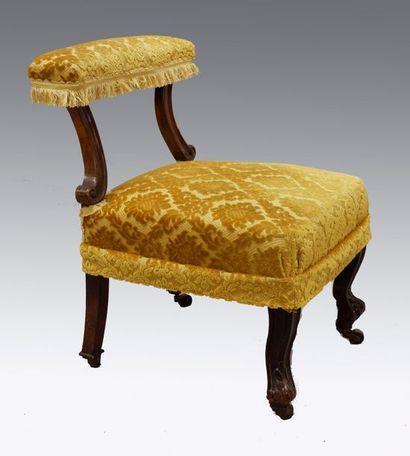 Petite chaise prie-Dieu en bois mouluré et...