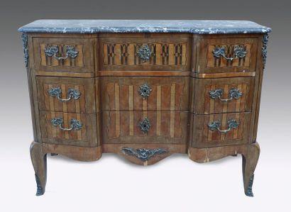 Commode en bois de placage (sauts) à décor...