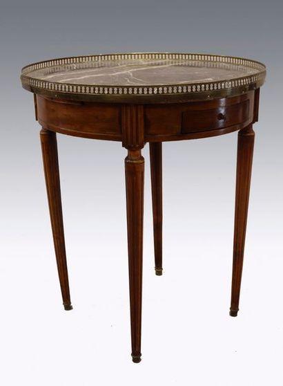 Table bouillotte en bois de placage ouvrant...