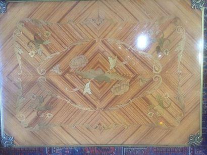 Table à jeux en bois de placage à décor marqueté...