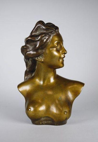 Jef LAMBEAUX (1852- 1908) Buste de femme. Epreuve en bronze à patine brun clair nuancé....