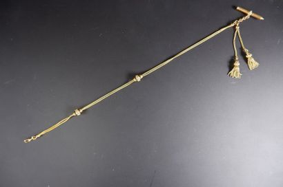 Chaine de montre en or jaune 18K (750°/°°) à deux maille liées par deux coulissants...