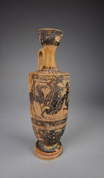 Lécythe attribué au Groupe d'Haimon Lécythe à figures noires peint d'une scène représentant...