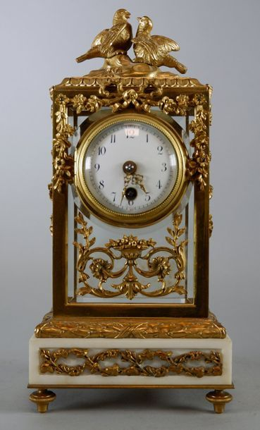 Petite pendule cage en verre, bronze doré...