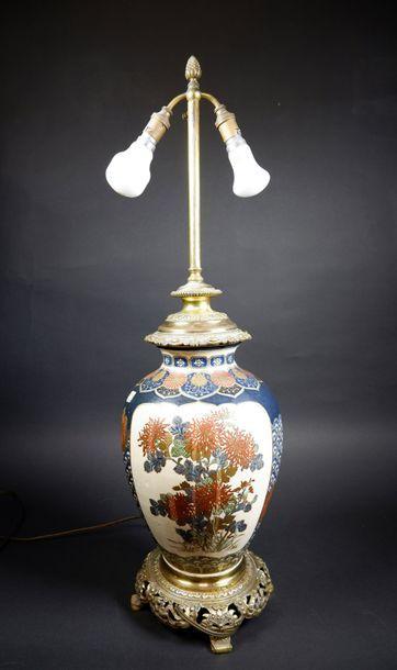 Vase en grès de Satsuma à décor d'un phoenix...