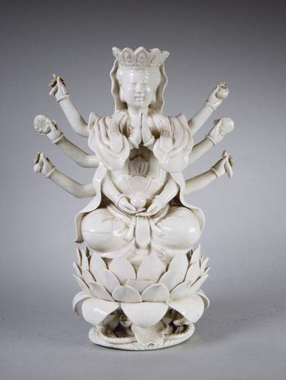 Shiva en faïence H: 26 cm - L: 20 cm - P:...