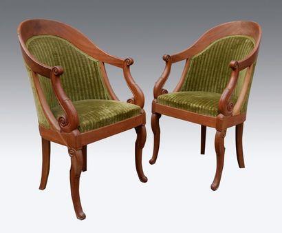 Paire de fauteuils gondole en acajou. Style...
