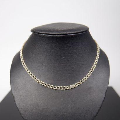 Collier à trois rangs de petites perles grain...