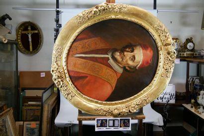 Ecole du XVIIIe siècle Portrait de cardinal. Huile sur toile à vue ovale. 70 x 60...