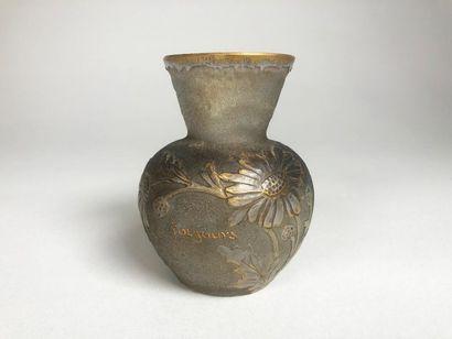 DAUM NANCY Petit vase en verre givré à décor...