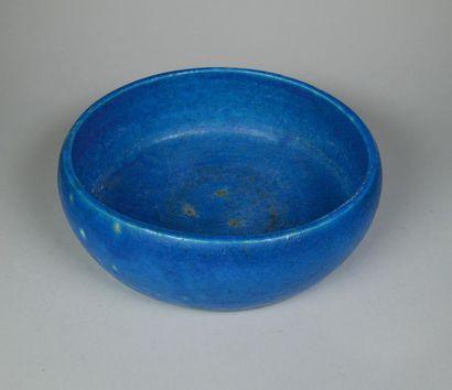 LACHENAL Coupe circulaire en faïence bleu...