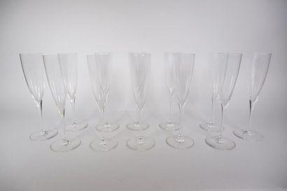 BACCARAT Douze flutes à champagne modèle...