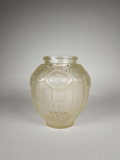 André HUNEBELLE (1896-1958) Vase ovoïde en...