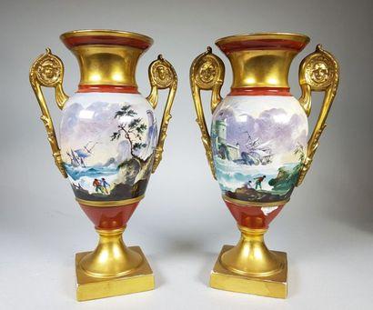 Paire de vases en porcelaine de Paris polychrome...