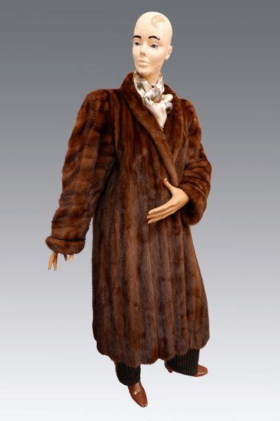 Yves Saint LAURENT Manteau en vison. Taille...