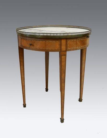 Table bouillotte en placage de bois de rose...