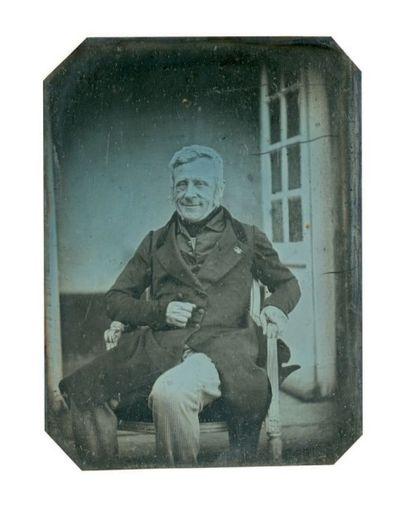 Alphonse de BREBISSON (Falaise 1798-1872) Portrait d'homme assis devant une porte-fenêtre...