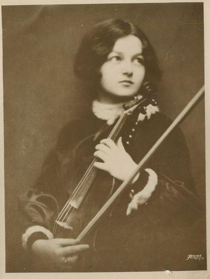 Musiciennes célèbres Houston, Cayet, Stern Lot de trois photographies:  Florence...