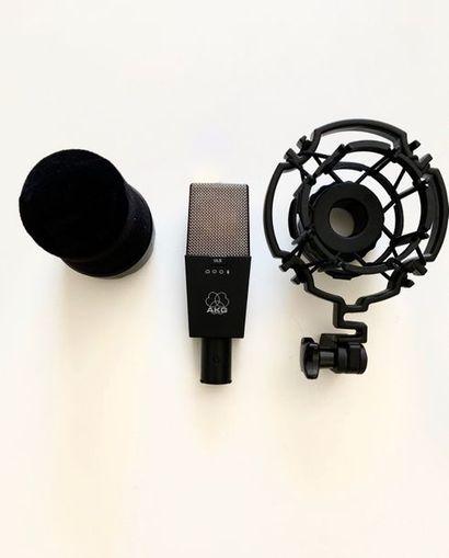 AKG - Micro 414 ULS L'état visuel du micro...