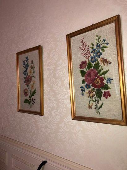 Deux canevas fleurs encadrés