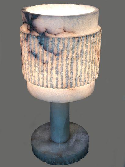 Lampe et son abat-jour en albâtre  Circa...