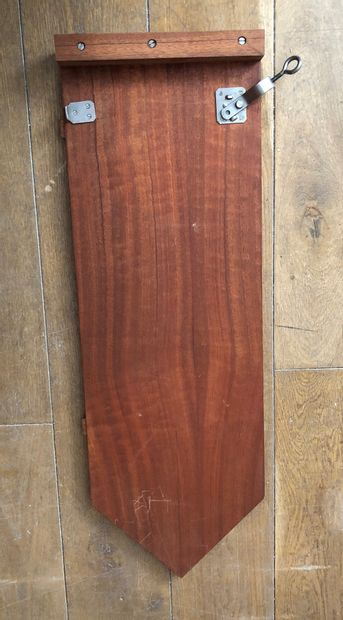 Joseph-André MOTTE (1925-2013) Table ronde en bois de placage, piètement central...
