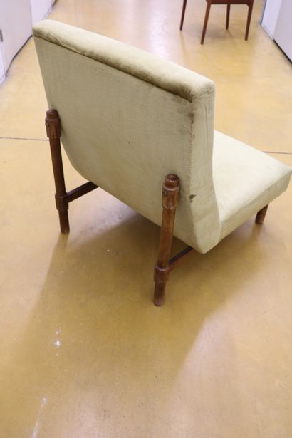 Attribué à Ico PARISI (1916-1996) Paire de fauteuils, velours vert et noyer Italie,...