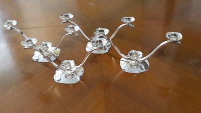 Quatre chandelier à trois lumières en métal...